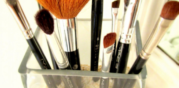 Deliciously_Organized_Makeup_Brushes_