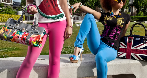 Colourful Summer Stretch Jeans Outfits